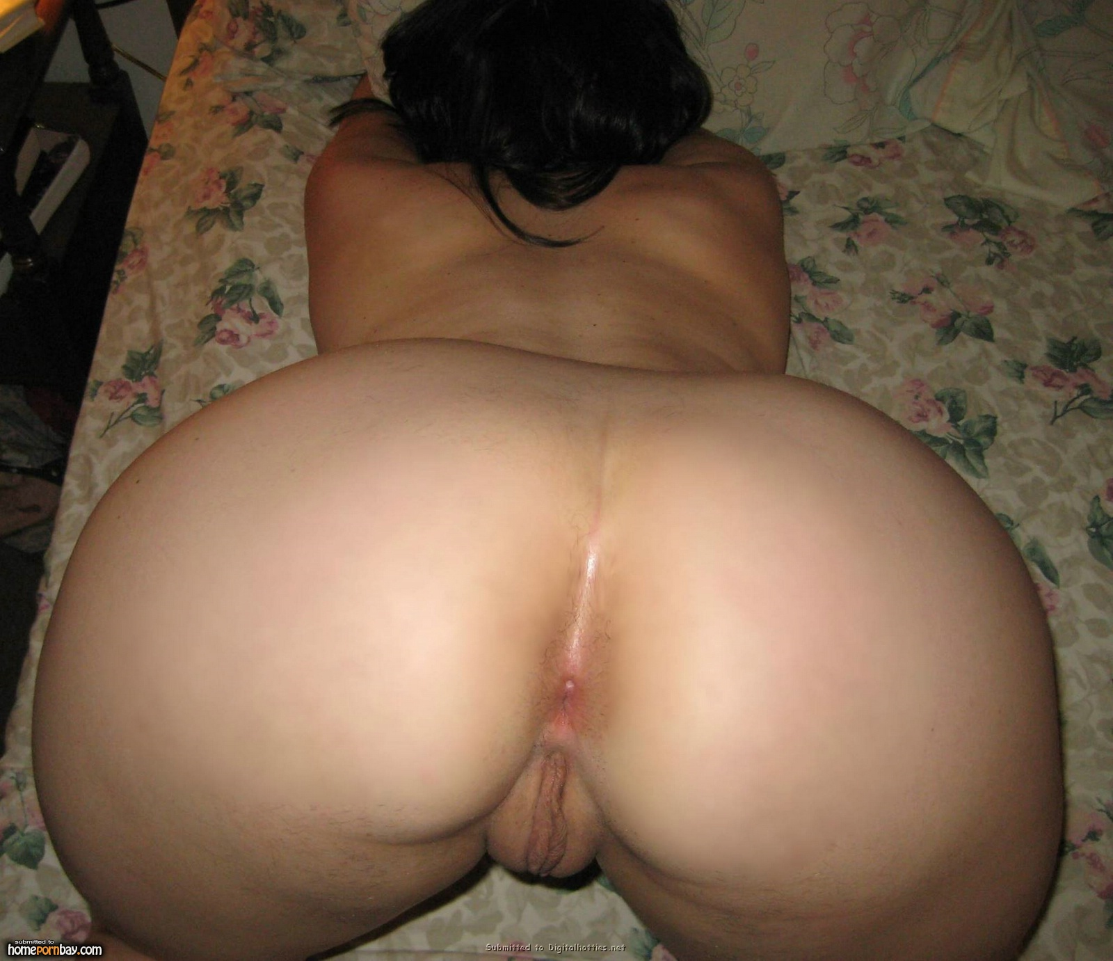 Naked wife ass photo